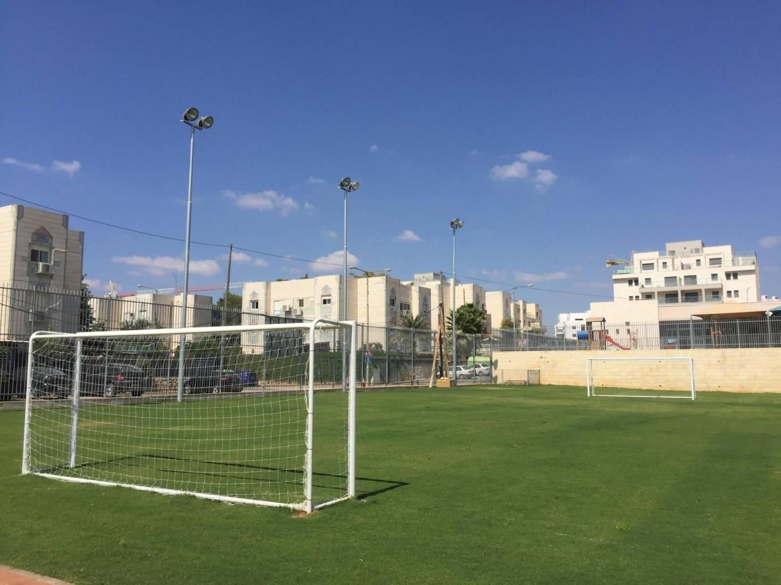 מגרש כדורגל בבית ספר בחריש