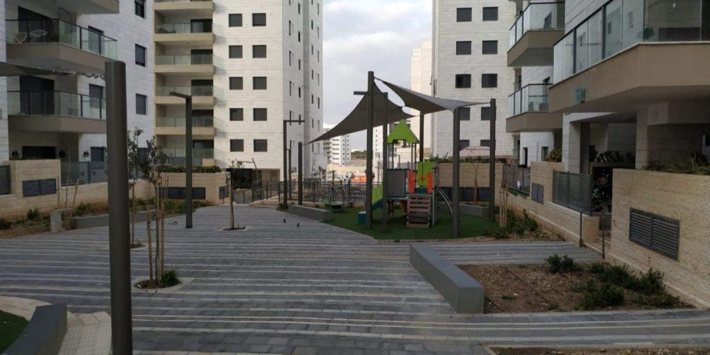 גינת משחקים בשכונת מעו״ף